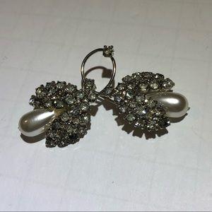 Vintage silver rhinestone & pearl brooch pin